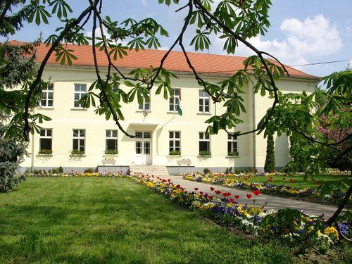Borító kép a Déli ASzC Bereczki Máté Mezőgazdasági és Élelmiszeripari Technikum, Szakképző Iskola intézményről